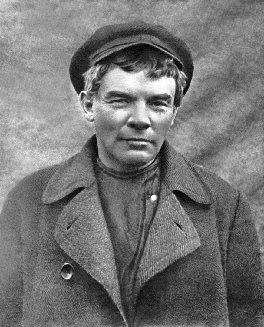 Ленин, загримированный под рабочего Сестрорецкого завода. Август 1917 года.