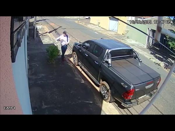 Assaltante tenta roubar caminhonete e leva tiro na boca