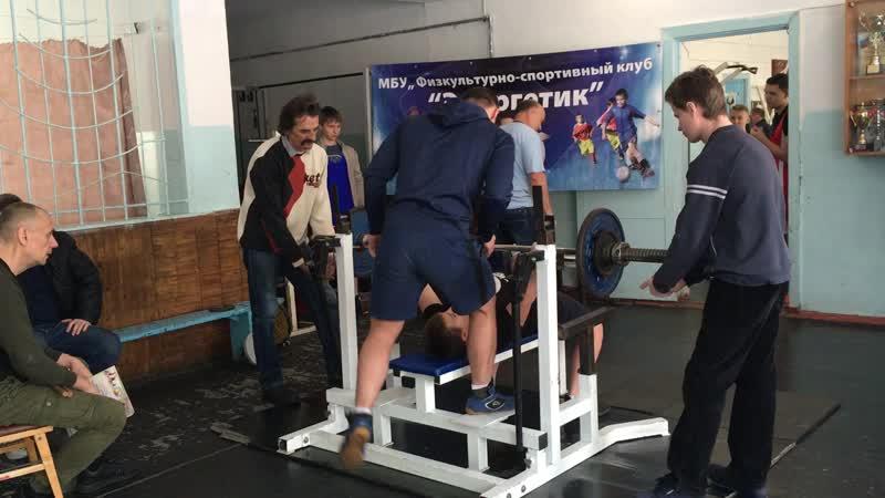 2 я попытка 13 тилетний Даминов Богдан жмет 50 кг