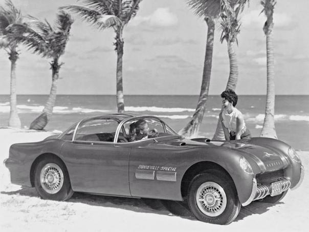 Шоу-кар Pontiac Bonneville Special Спортивный автомобиль был создан дизайнерами автомобильной фирмы Pontiac, структурным подразделением американского автомобильного концерна General Motors,