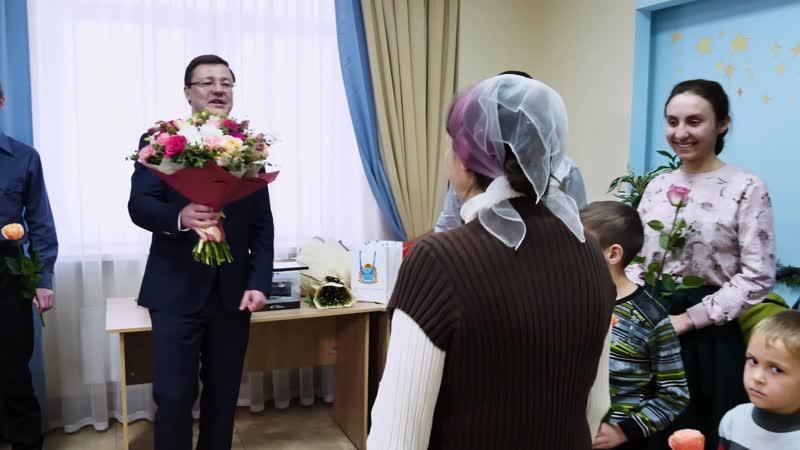Дмитрий Азаров поздравил семью Кураевых с рождением 13 го ребенка и Ирину Цыбулину родившую первую тройню в 2020 году