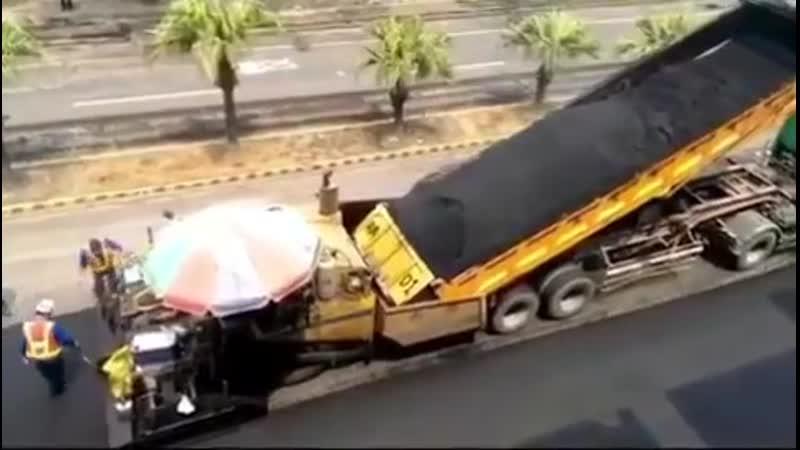 Высокие технологии (vk.com/texnomir7) - Процесс асфальтирования дороги.