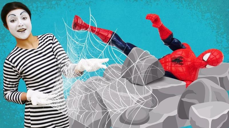 Örümcek Adam antrenmandayken saldırıya uğruyor Marvel oyuncakları ve süper kahramanlar