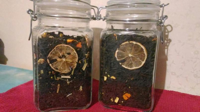 Чай с сушеным лимоном и цукатами мандарина — новогоднее не придумаешь. Банки потом тоже идут в дело