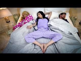 FamilyStrokes - My Step Parents Seduced Me / Savannah Sixx, Hone