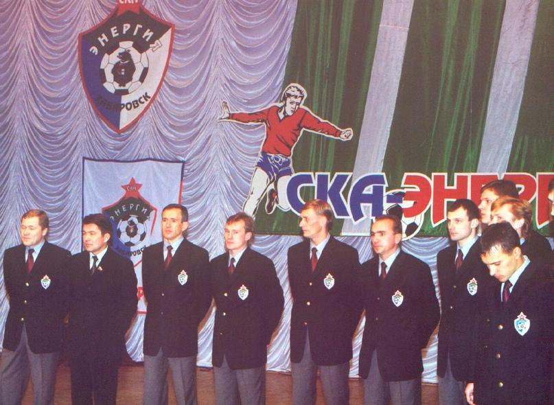 Чествование команды после выхода в Первый дивизион. Владимир Кравцов — пятый слева