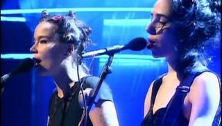 Björk & PJ Harvey - I Can't Get No Satisfaction [Rolling Stones] - Live BRIT Awards - 1994
