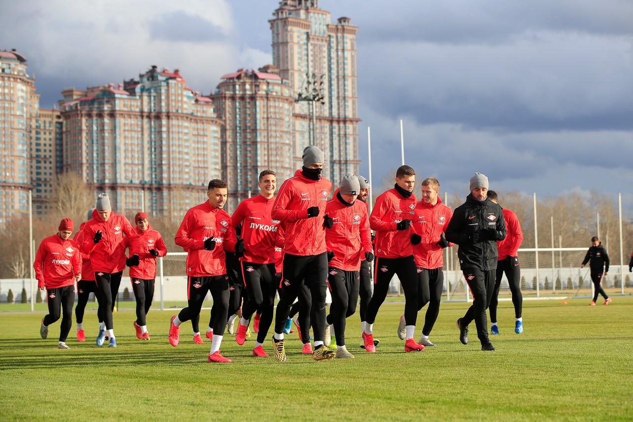 Вернется ли «Спартак» к тренировкам?
