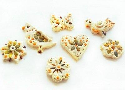 ЕЛОЧНЫЕ ИГРУШКИ СВОИМИ РУКАМИ ИЗ СОЛЕНОГО ТЕСТА Соленое тесто является популярным и доступным материалом для детского творчества и изготовления поделок своими руками. Также как из пластилина, из