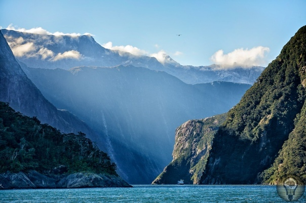Чудо света. Фьорд Милфорд-Саунд Во время путешествия по Новой Зеландии стоит посетить одну и самых красивых достопримечательностей государства фьорд Милфорд-Саунд. Объект расположен на