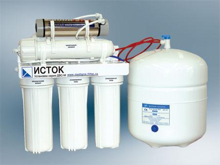 Питьевая вода может быть очищена через фильтр, встроенный в кувшин.