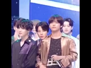 Jimin's habit of putting his chin on the shoulder of the person next to him is literally the cutest thing