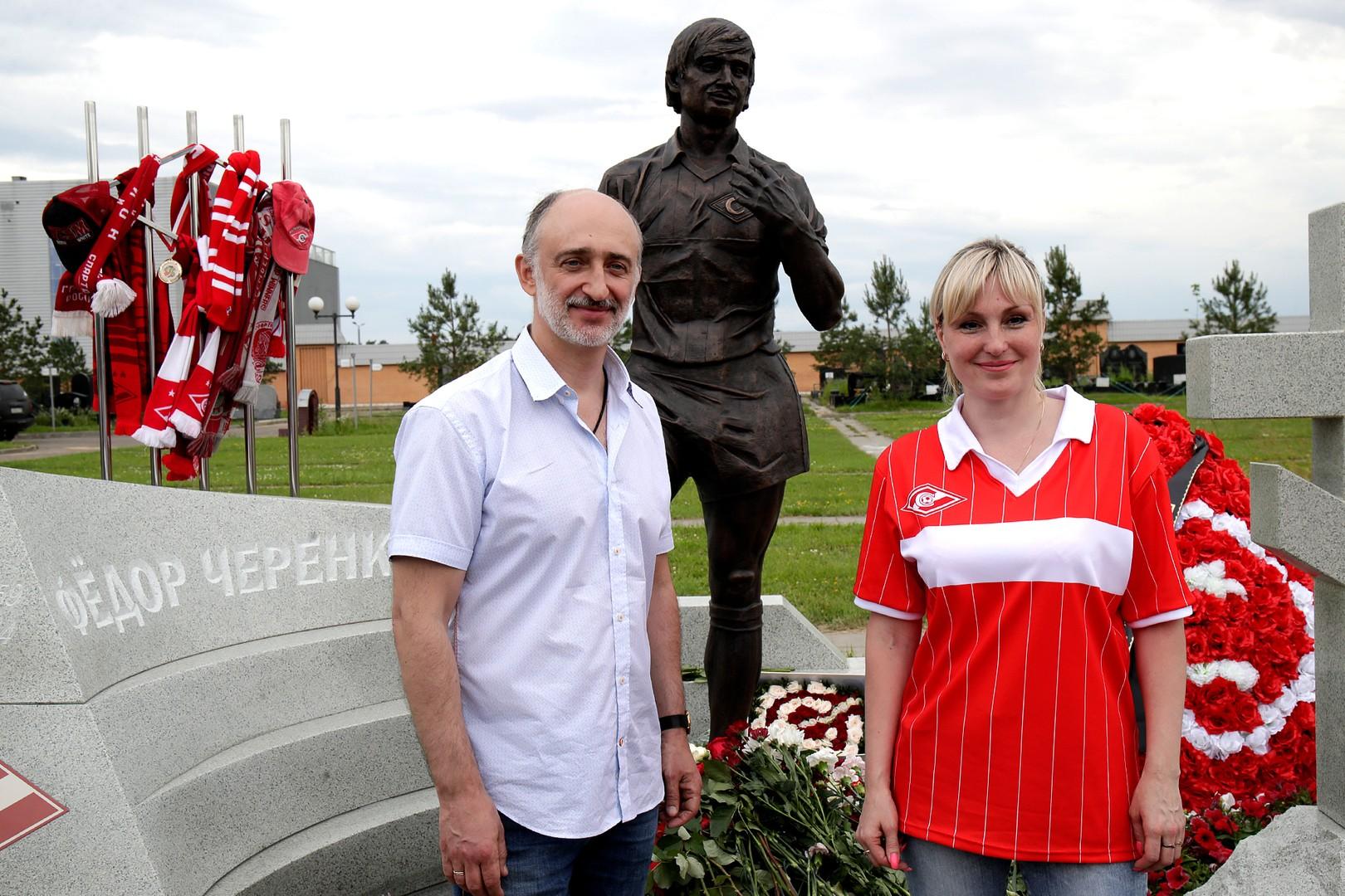 На Троекуровском кладбище установили памятник легенде «Спартака» Черенкову