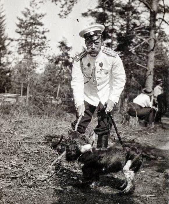Николай II играет с Джоем