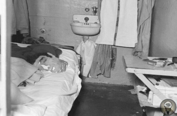 На фото мы видим муляж, с помощью которого Джон Энглин в 1962 году одурачил охранников изготовив куклы из папье-маше, по размерам совпадающих с телами людей
