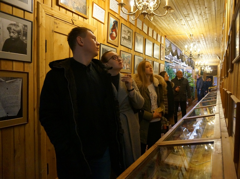 Сотрудники кинокомпании «Союз Маринс Групп» посетили Свято-Алексиевскую пустынь и присутствовали на присяге кадетов, изображение №3