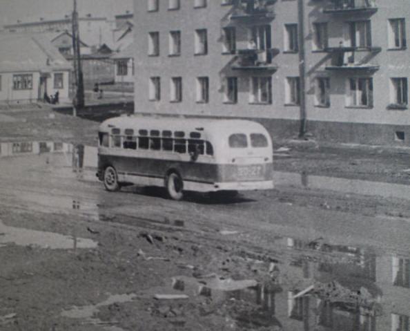 Автобус на углу улиц Гагарина и Рыкачёва, 1960-е годы