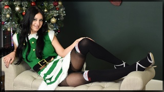 Cassie Brings Pantyhose To Christmas Eve - tights review with cassie clarke