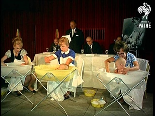 Bath Time Aka Snake And Baby Bath Time (1966)