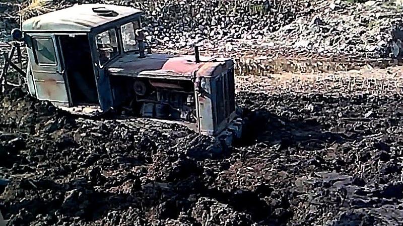 Т 74 ТДТ 55 и др снова наматывают бездорожье на гусеницы Трактор в грязи что танк в бою