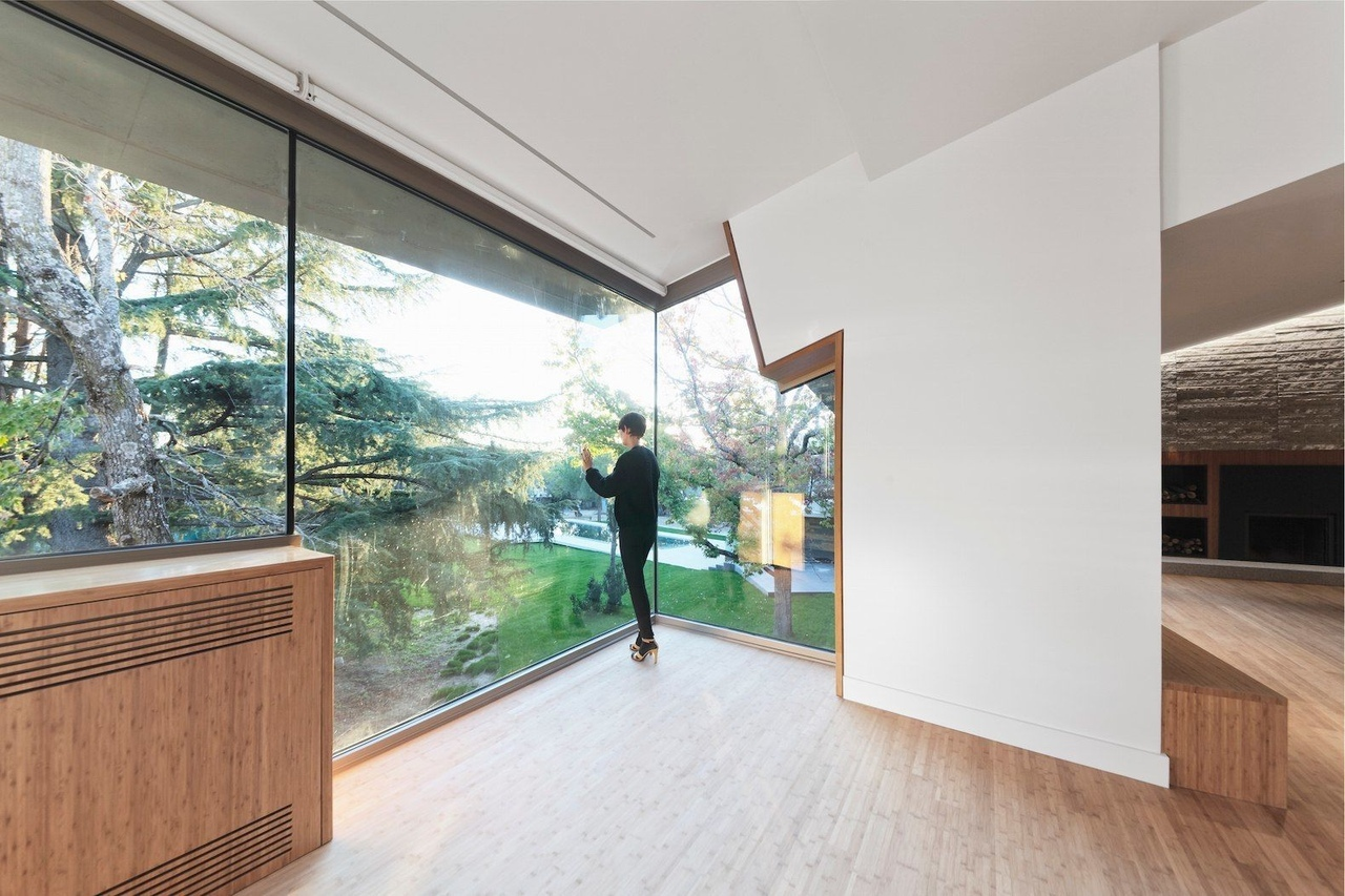 The green-roofed house in Madrid by nodo17 group,