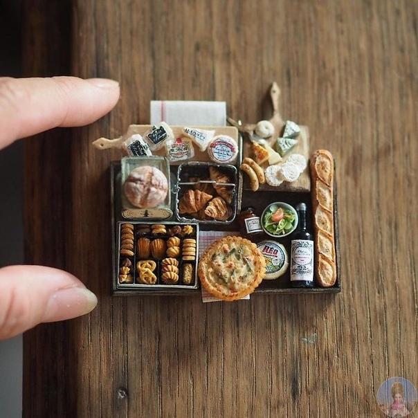 Удивительная миниатюрная мебель для кукольных домиков. Эти захватывающие замысловатые миниатюры работы японского художника Киёми. У Киёми двое детей, но она упорно находит время на свое хобби.