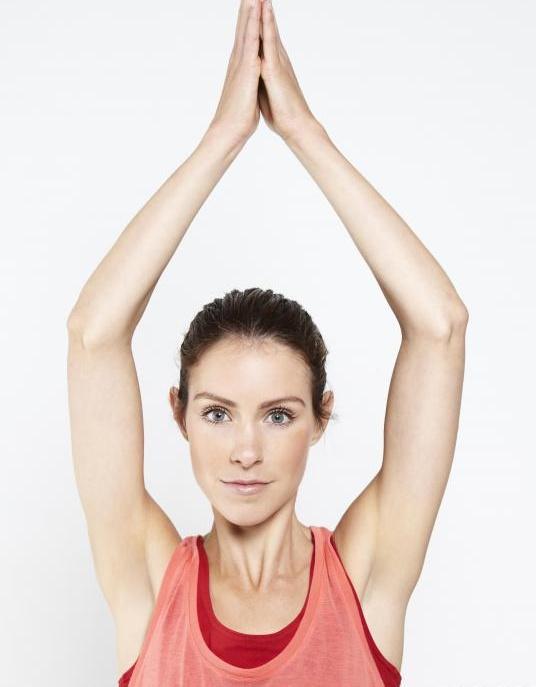 Аюрведический врач может порекомендовать йогу.