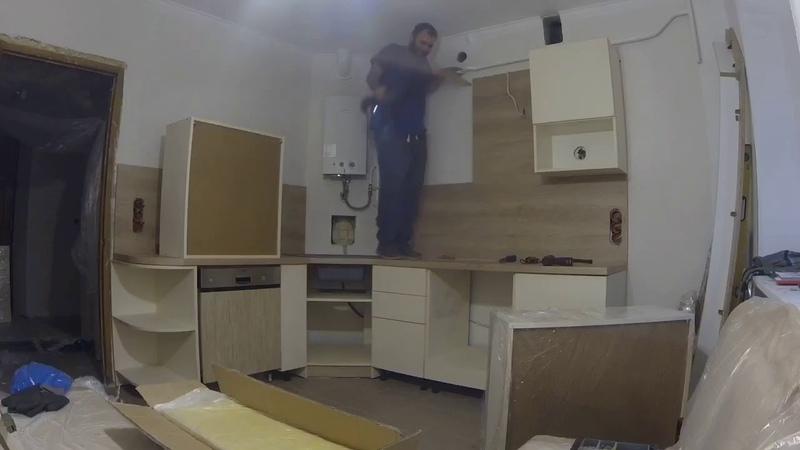 Попал в стояк с водой. Залило кухню. Монтаж не по плану.