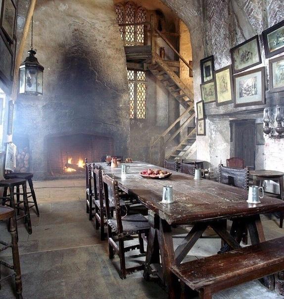 Столовая в старейшем замке