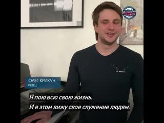 Незрячий певец поет на улицах для жителей Санкт-Петербурга. Проект Хороший человек.
