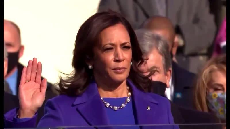 Камала Харрис принесла присягу Первая в истории США чернокожая и первая женщина на посту вице президента