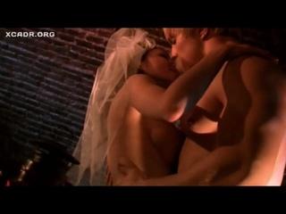 Оксана Борбат голая грудь секси в фильме Хуторские страсти(2008