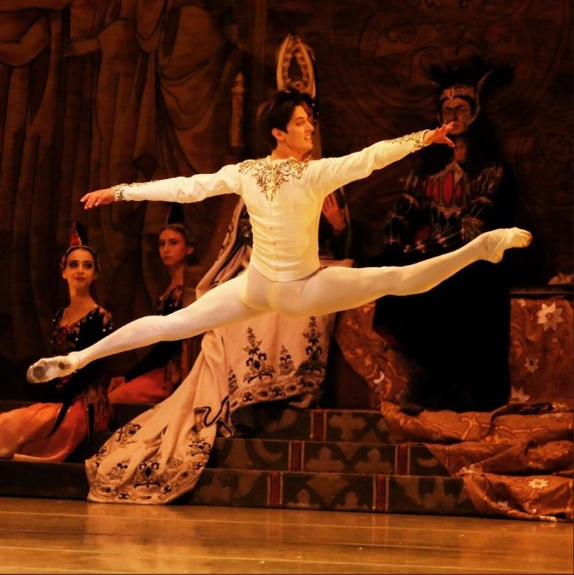Ксандер Париш, артист Мариинского театра, рассказывает, что происходит на снимке: