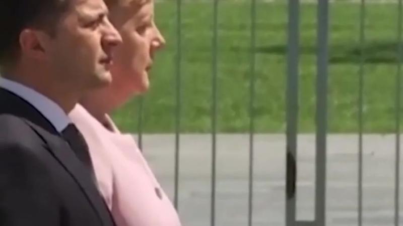 Merkel zittert * gegen das Vergessen