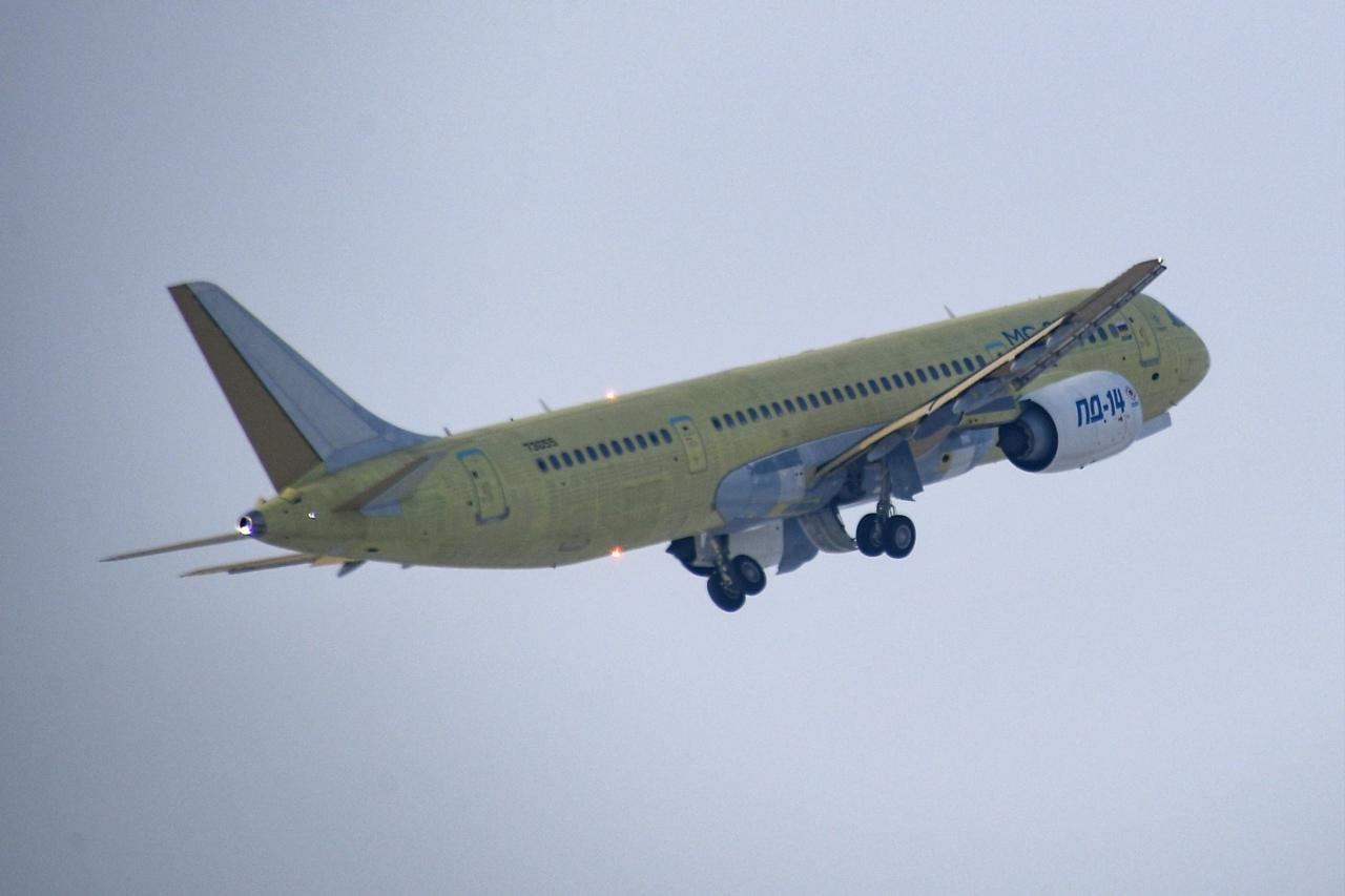 طائرة ركاب روسية جديدة تكمل أولى رحلاتها - صفحة 2 Ooj6aAyOkBs