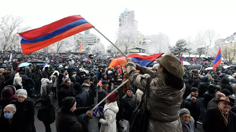 В Армении военные потребовали отставки Пашиняна, сообщив, что «армия с народом»....