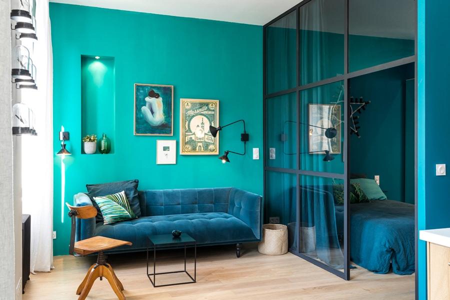 Обновленный интерьер квартиры 39 м в сине-зеленой гамме во Франции.