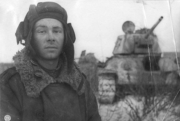 История одного фотоснимка. Фотопортрет механика-водителя танка Т-34 Михаила Смирнова после окончания боя.Во время атаки на немецкие позиции снаряд противотанковой пушки врага попал прямо в лоб