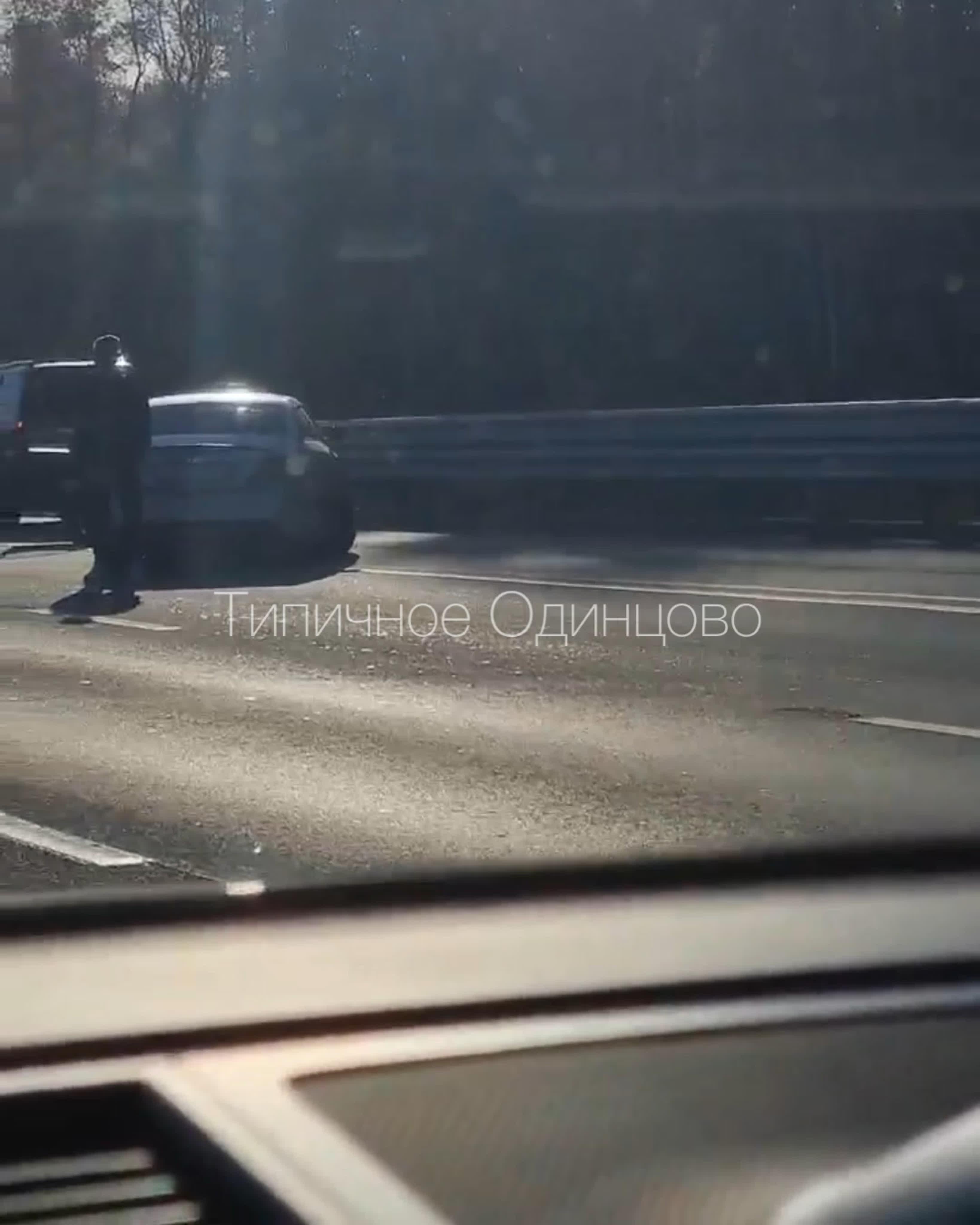 На платной трассе в Одинцово авария с участием нескольких автомобилей - внедорожник, такси и др.