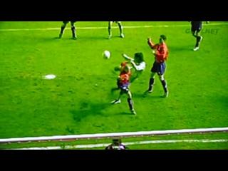Невероятный гол Роналдиньо в ворота Осасуны забитый в 2004 году