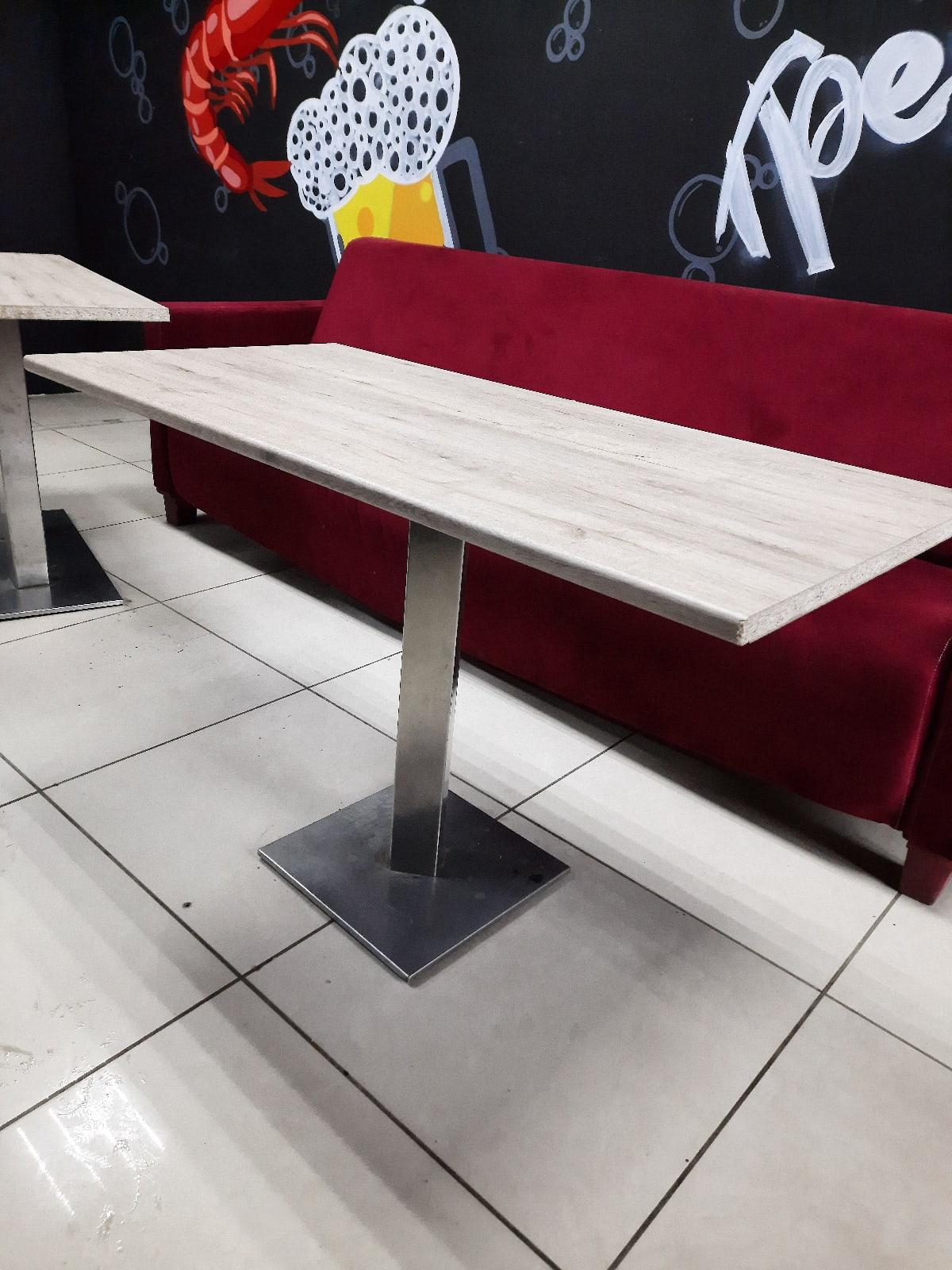 В продаже 3 стола для кафе, размер 120х60, цена одного 3000.