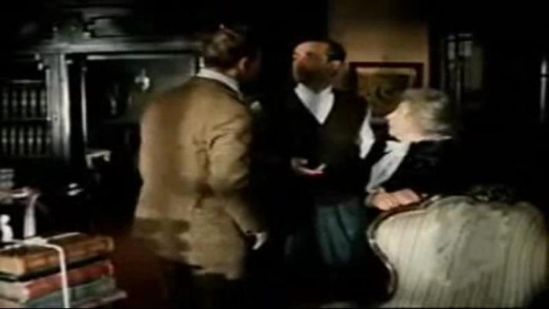 Ватсон обнюхивает Холмса вы живой!