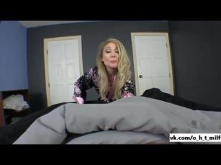 Зрелая мамаша Nina Hartley трахнула парня в постеле[sex Milf Mature porn tit blowjobs ass pusy мамка минет порно]
