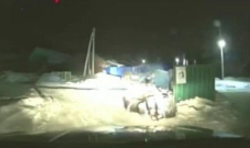 Пьяный житель Бугуруслана врезался на снегоходе в мусорную площадку
