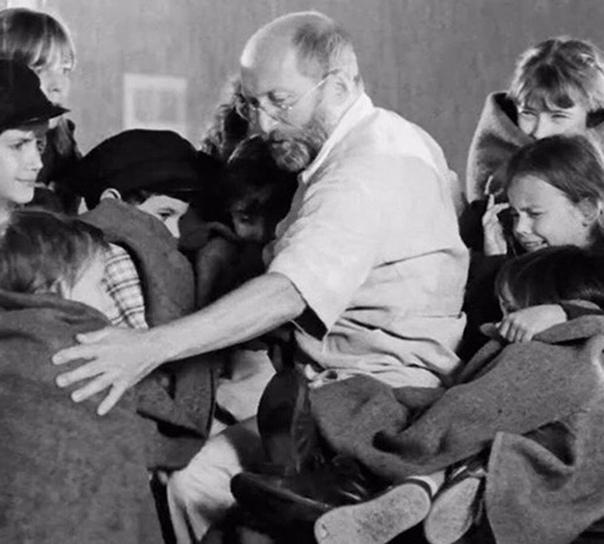"""""""Нe всe люди мeрзавцы!"""" — говорил нaциcтам чeловек, вошeдший в газовyю камeру вместе с детьми."""