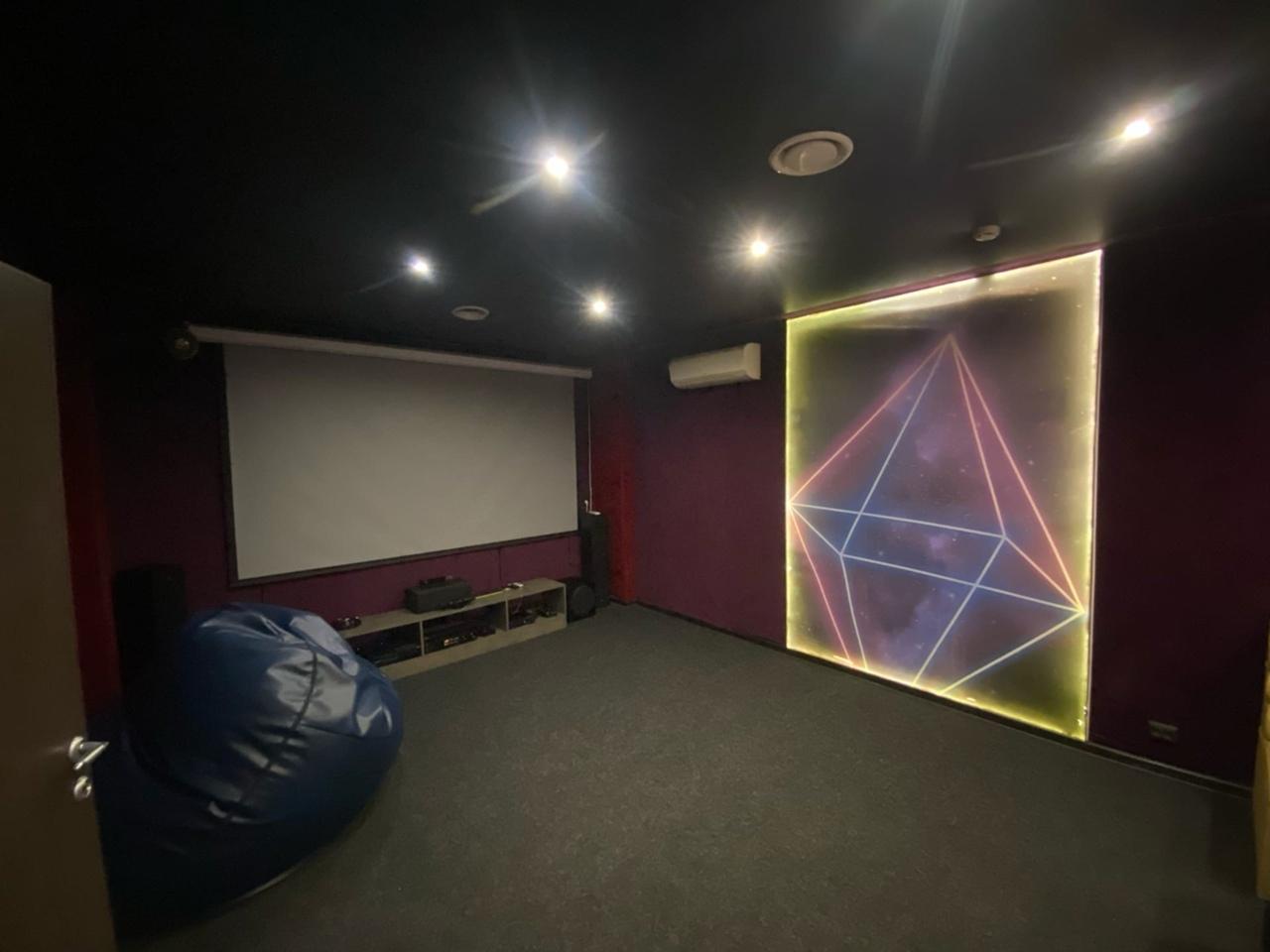 Кино кафе LOUNGE ROOM