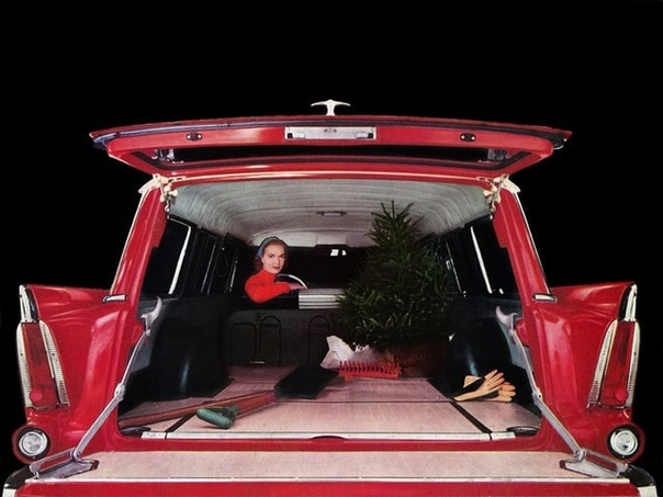 Ёлочка вам нравится В интерьере Plymouth Deluxe Suburban 1956.