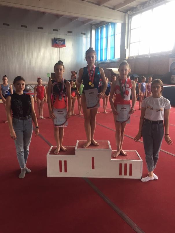 В Донецке прошли соревнования по спортивной гимнастике среди девушек