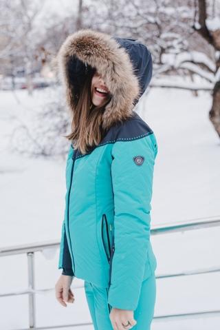 Зима машет нам еловыми лапами и осыпает все вокруг искрящимся снегом. Пора действовать!