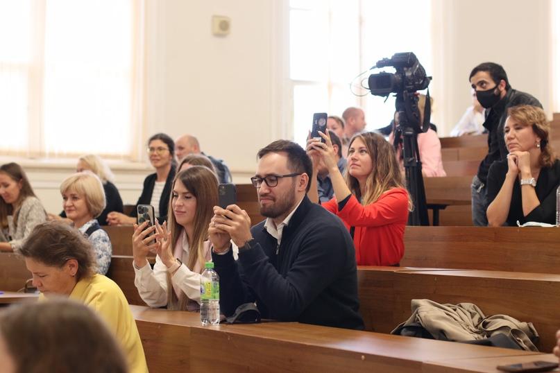 В Казанском федеральном университете вручили удостоверения социальным предпринимателям, изображение №2